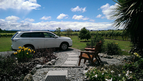Barnicoat vineyard Cottage driveup