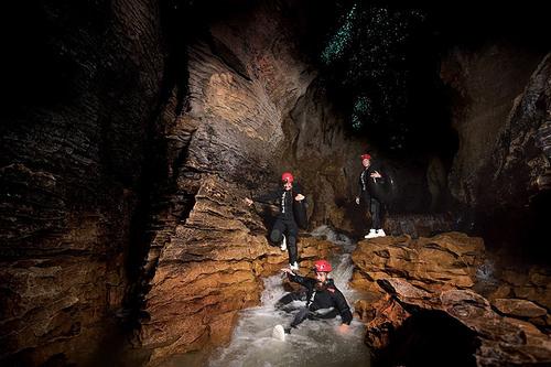 waitomo-cave-rafting2