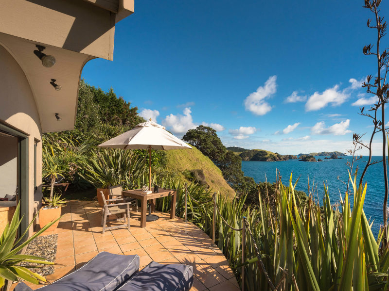crab cove cottage with views over the bay of islands